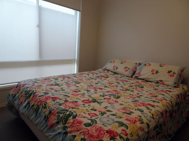 Comfy room in executive residence - Henley Beach