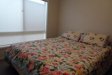 Comfy room in executive residence - Henley Beach - 獨棟