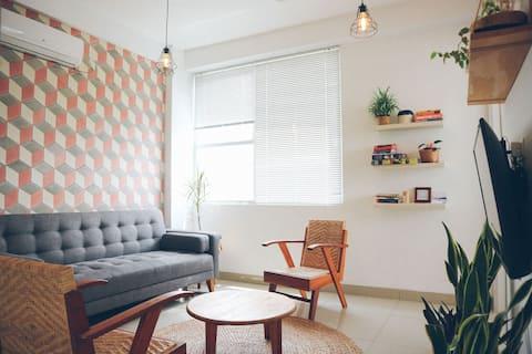 Midsommar Home, Dago Suite Apt, 2BR.
