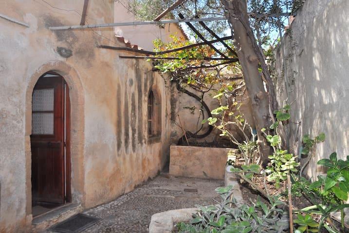 Inner Yard (main entrance)