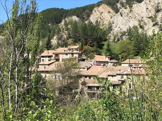 Au Balcon de Laval-d'Aix avec vue sur montagne