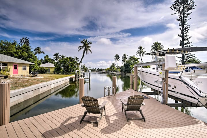 Waterfront Marco Island House w/Dock, Lanai & Pool