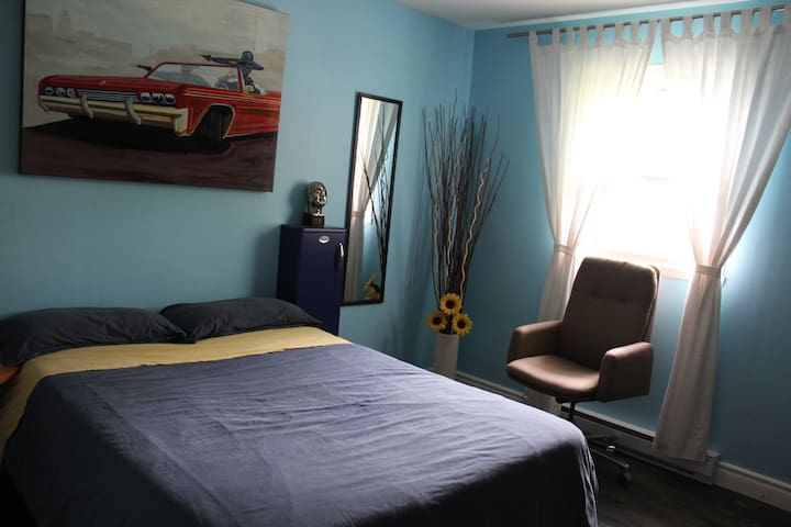 Private Room in our Home  - LGBT friendly - Beloeil - Casa