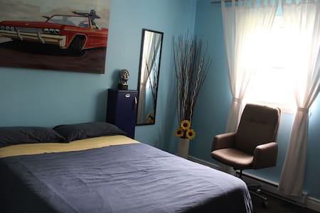 Private Room in our Home  - LGBT friendly - Beloeil
