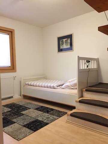 Einzelbett im 1. Stock