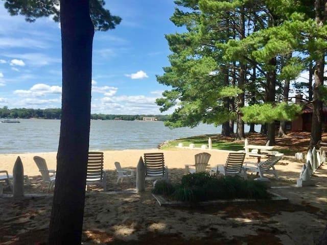 Peaceful Escape Resort Wisc. Dells on Lake Delton