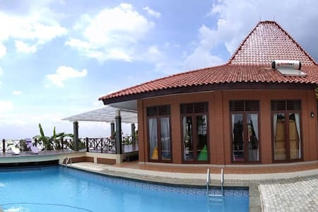 Boemi Ageung, cozy villa with pool for big family