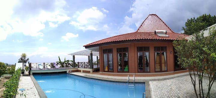 Boemi Ageung, cozy villa with pool for family