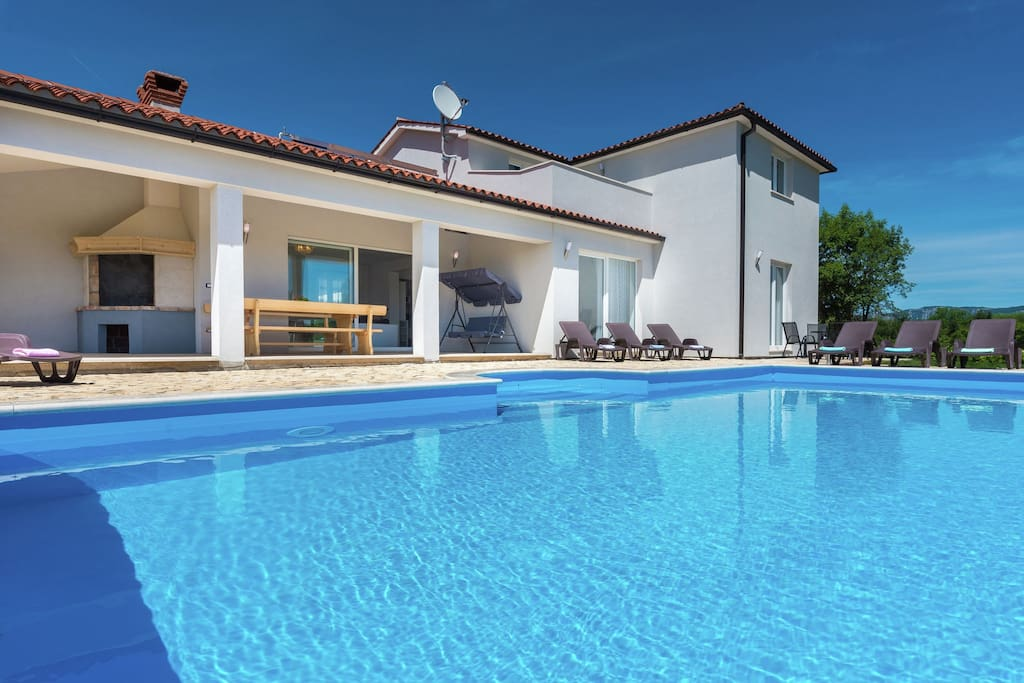 Peaceful Villa With Swimming Pool Play Ground For Children Terrace Barbecue Villas For Rent