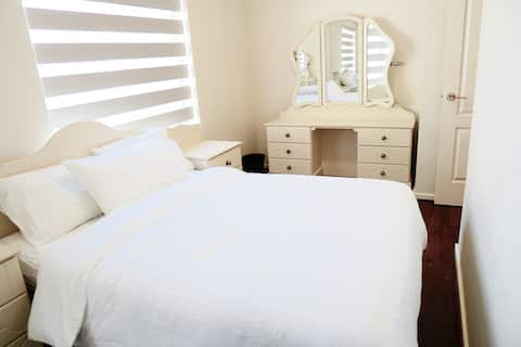 Room 4 Large Comfy House in Manning Near Perth CBD