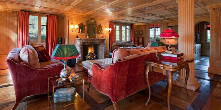 Catered Luxurious Chalet with Spa in Gstaad Center