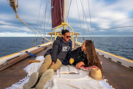 The Floating BnB - Camping on a sailing boat! - Docklands