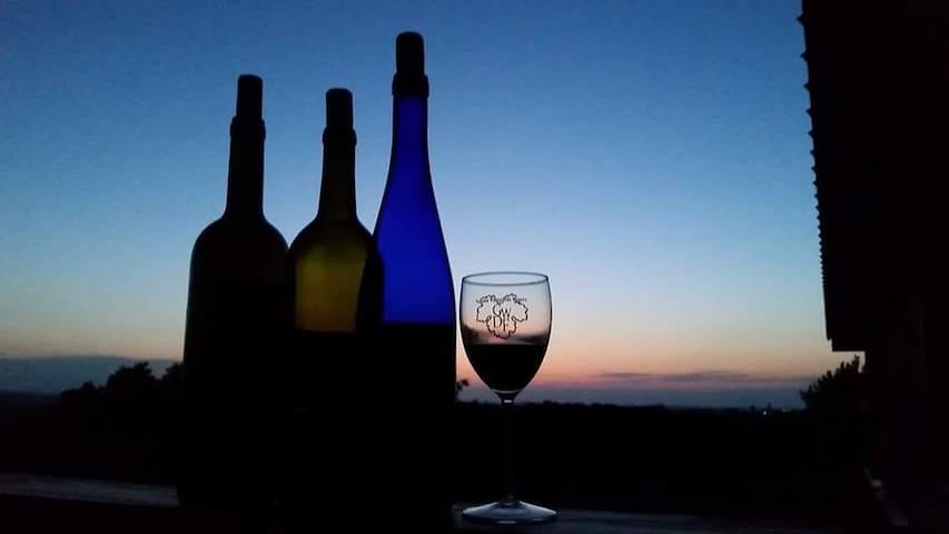 Valiant Vineyards~ Queen Anne Room