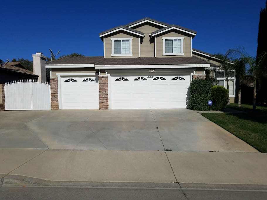 Spacious driveway, can park up to 4 cars and additional parking on the street.