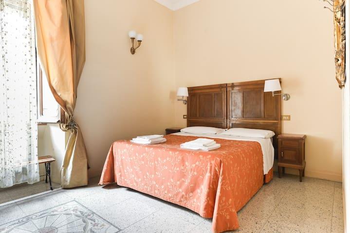 Charming room next to Via Del Corso