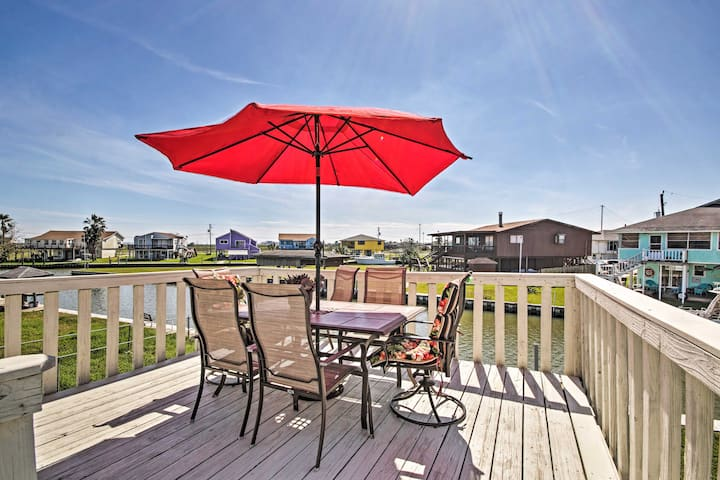Waterfront Haven w/ Grill - 9 Mi to Surfside Beach