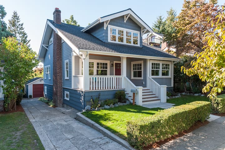Classic, Family Friendly Craftsman in Ravenna - Seattle - House
