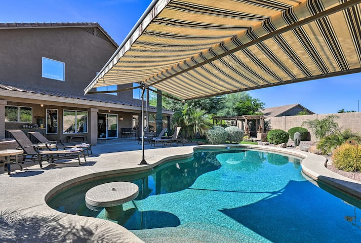 'The Cactus Ranch House' w/Pool & Outdoor Kitchen!