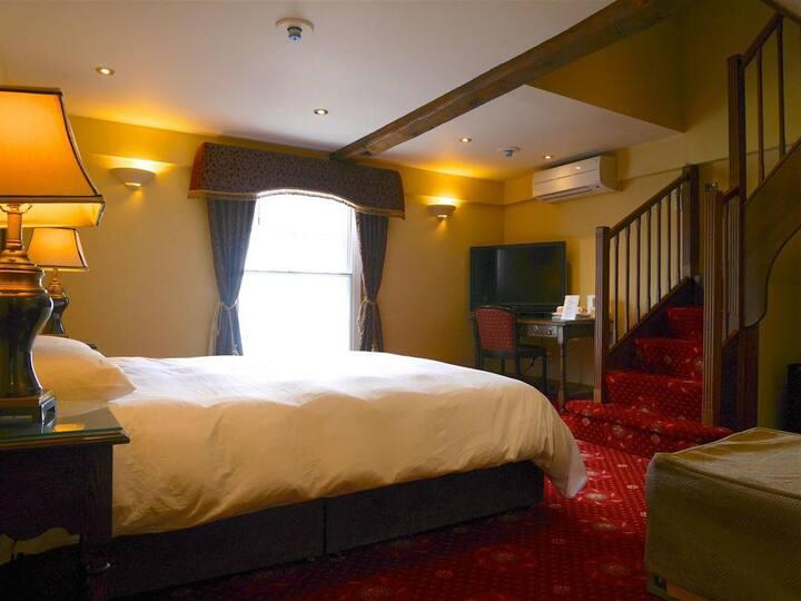 Family Ensuite Room@ Bella Vita Hotel, Hitchin
