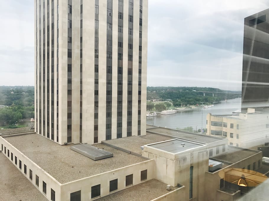 Ramsey County Courthouse and Mississippi River