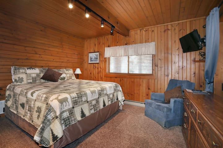 Bedroom #2: King bed, spacious equipped with HD Streaming TV.