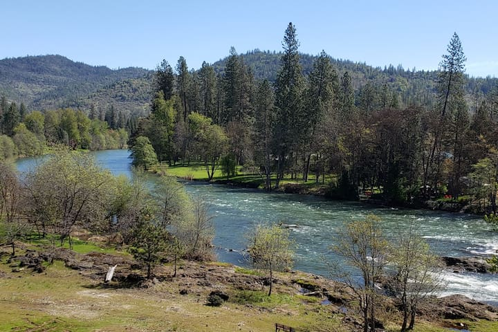 Eagles Nest on the Rogue River