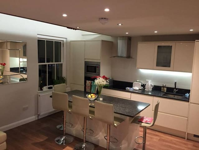 Beautiful double in West London for Summer