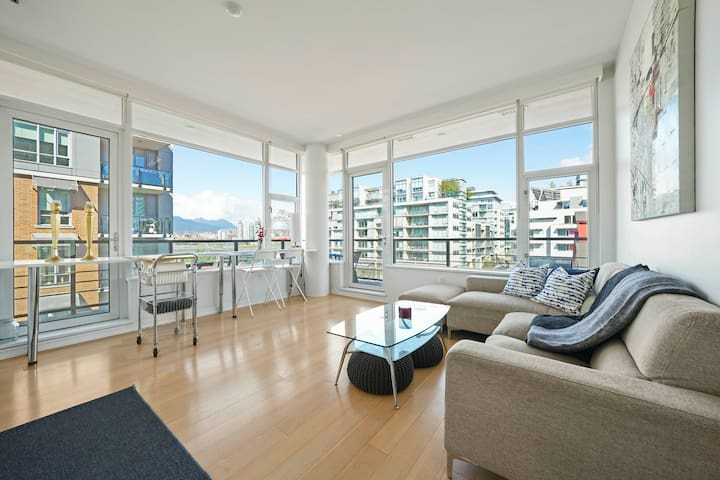 Bright and Modern 1 Bed Olympic Village Suite!