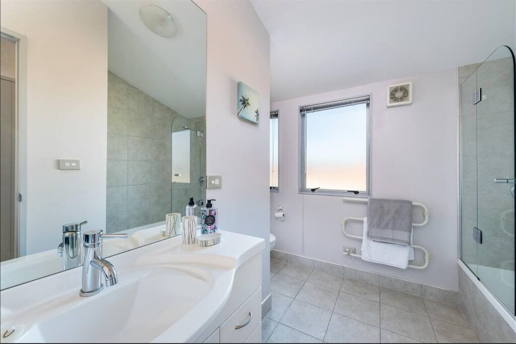 very tidy and clean shared bathroom with bath tub