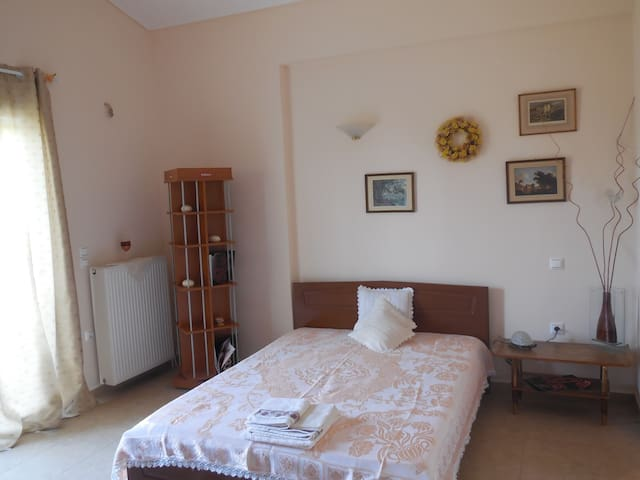 Private Bedroom in Villa in Attica Park - Markopoulo Mesogeas