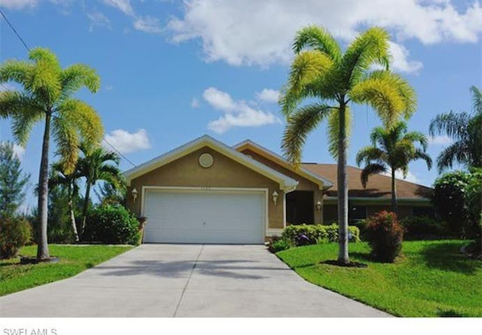 Awesome pool and open spaces - Cape Coral - Hus