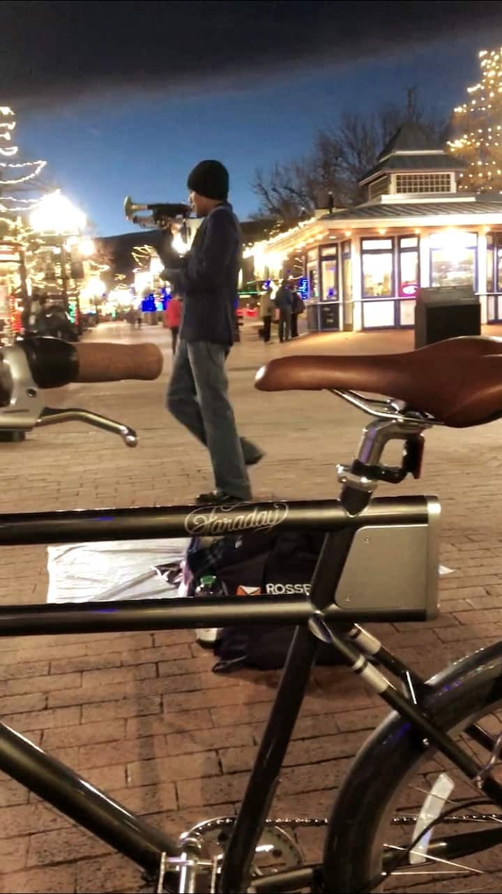Street performer on Pearl Street