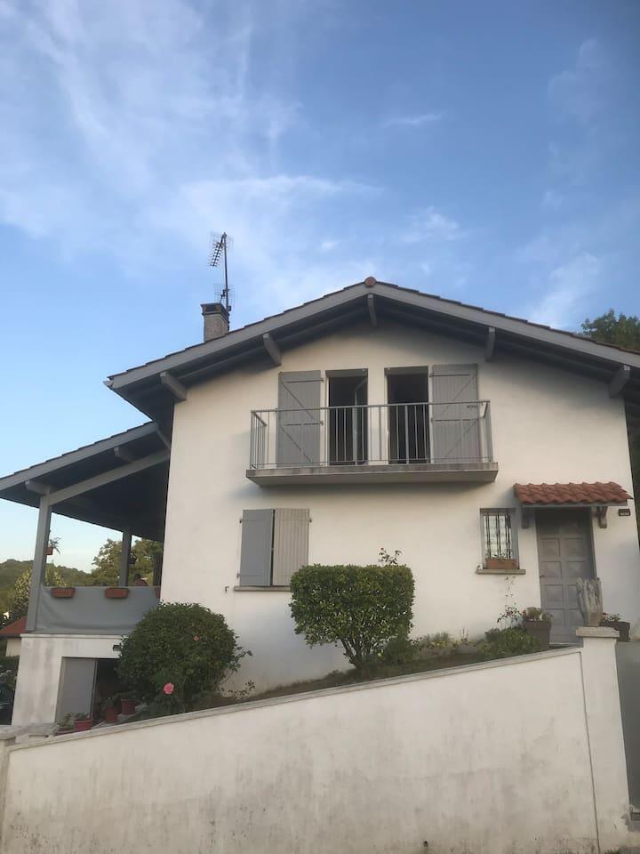 Louer l étage d une maison basque à 5mn de Bayonne