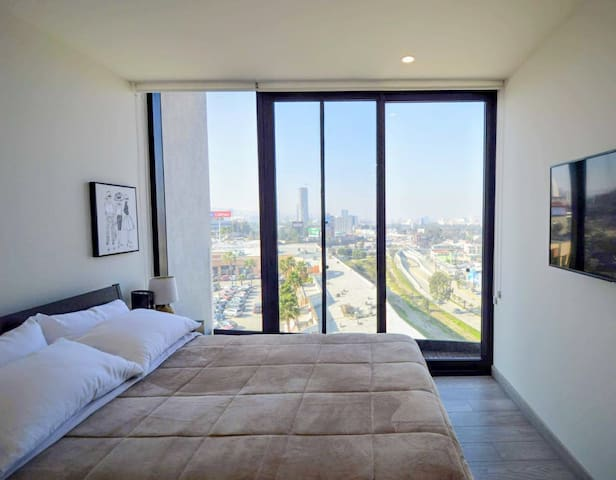 A queen bed of comfort and the view