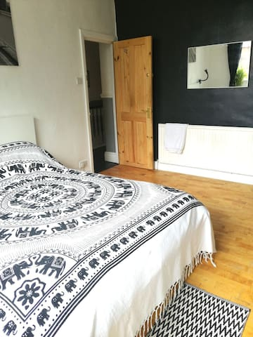 Light and Airy Spacious Double room