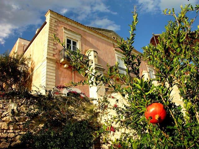 VILLA BASSO, XIX century villa overlooking the sea - Manfredonia - Villa