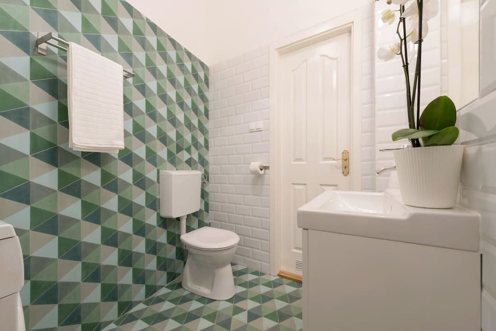 the apartment has 2 bathrooms, so the 3 bedrooms are sharing 2 bathrooms, we clean them everyday during your stay to keep them clean, the bathrooms have everything from hair dryer to a washing machine, which is at your disposal