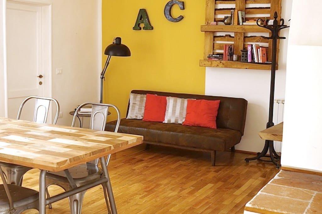 Soggiorno e tavolo da pranzo - Living room and dining room