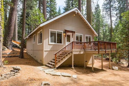 West Village Getaway - Shaver Lake - Hytte