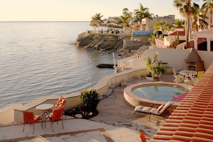 Casa del Mar - Waterfront Villa