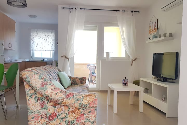 Apartment Jadro (63m2) - 100m from the beach only