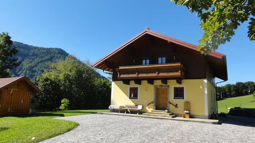 LUXURIOUS CHALET & PICTURESQUE & CALM - Gaißau - Ev