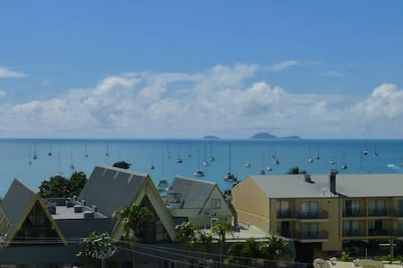 Seaview * Walk to town * Studio Apartment