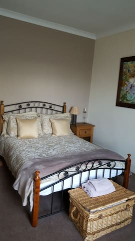 Luxurious Stay close to City Centre (1) - Swinton - บ้าน