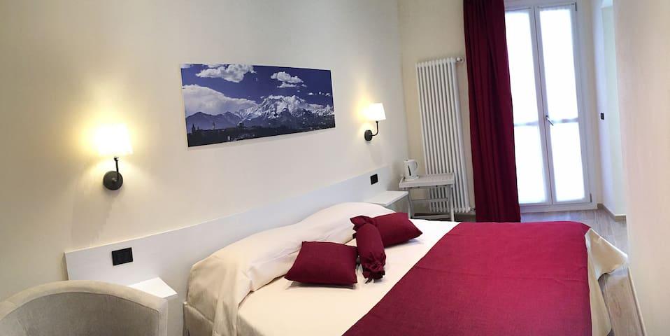 Osteria Senza Fretta: Camera Bisalta - Cuneo - Apto. en complejo residencial