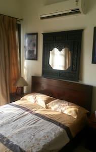 Beautiful Private Room in a Villa - Gurugram