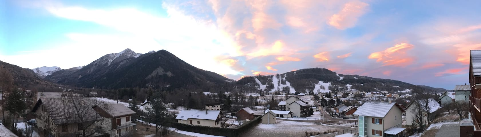 Apparemment avec vue sur les pistes de ski