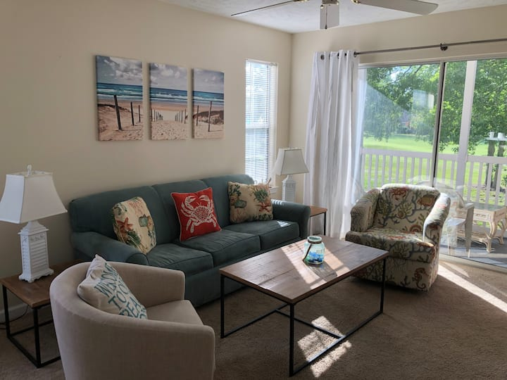 New Listing-Comfy 2nd FL Unit w/Golf Course view