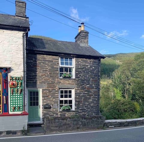 A cosy 2 bed cottage in Snowdonia National Park