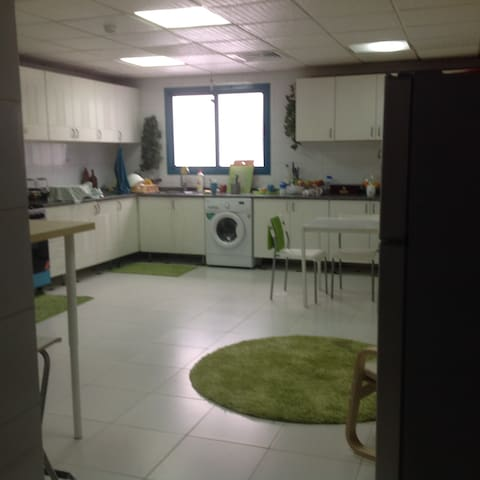 Lovely room in the Centre of Sharjah, UAE. - Sharjah - Apartment